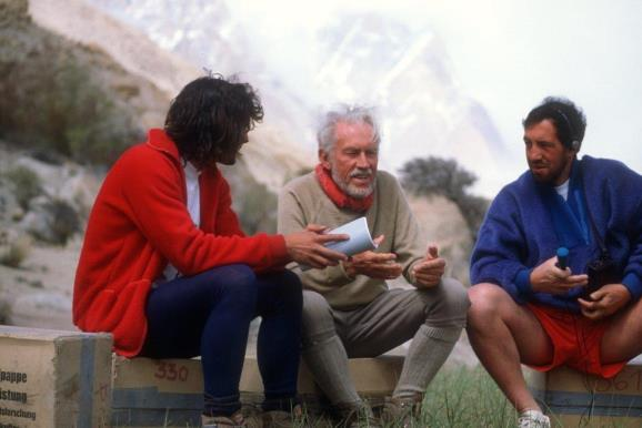 Entrevistando a Karl Herrligkoferr, el jefe de expedición de 1953 al Nanga Parbat. Foto: Sebastián Álvaro
