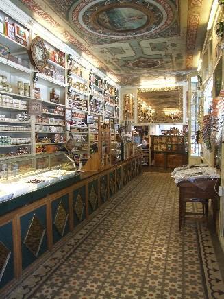 Interior de la tienda de ultramarinos de Huesca 'La Confianza' (Foto: Copyright (c) 2009 Ultramarinos
