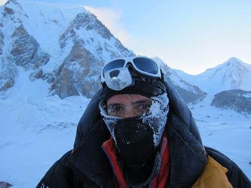 Alex Txikon en el Campo Base del Hidden Peak. Foto: Alex Txikon