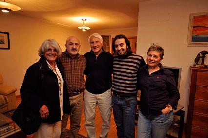 Rossana y Walter Bonatti, con mi familia, en Madrid. Foto: Sebastián Álvaro
