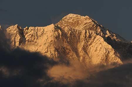 El Everest al atardecer. Foto: Sebastián Álvaro