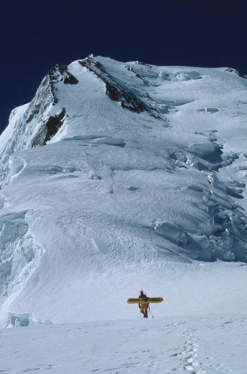 Una muñeca en la cima del Chogolisa