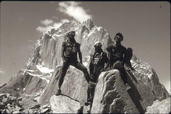 En Urdukas con el fondo de las Torres de roca más bellas de la Tierra. Foto: Sebastián Álvaro