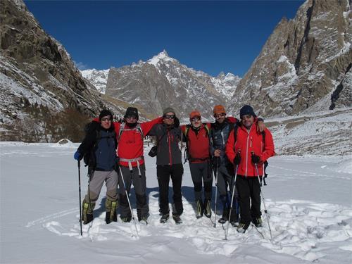 Una foto del grupo con el Laila a nuestras espaldas. Foto: Sebastián Álvaro