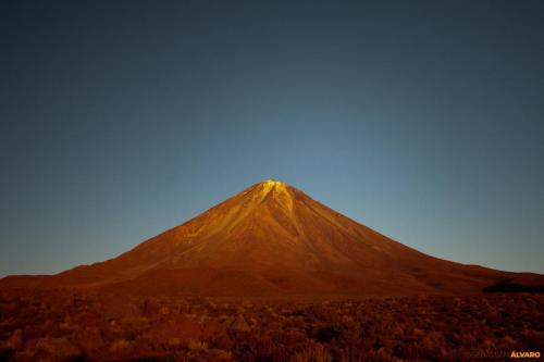 VOLCÁN LICÁNCABUR, 5.916 mts. (ATACAMA, CHILE)